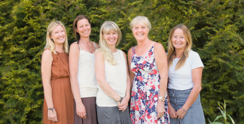 Johanna, Caroline, Sissi, Titti och Minna Saknas på gemensam bild: Jessica, Eva, Mary, Ulla